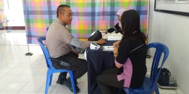 Polres TTS Gandeng Biddokes Polda NTT Riksaan Kesehatan Personel Polres TTS