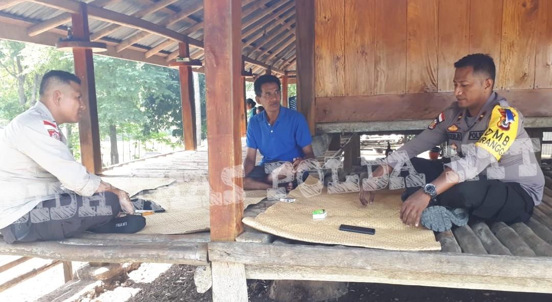 Jalin Silaturahmi Dengan Warganya, Kapolsek Lamboya Gelar Patroli Sambang di Desa Watukarere