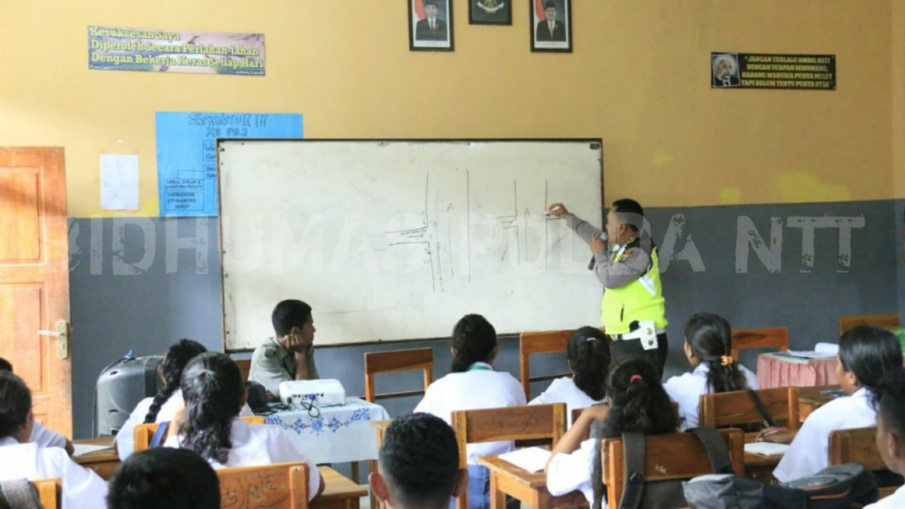 Unit Dikyasa Sat Lantas Polres Belu Sambangi SMA Stela Gracia Atambua