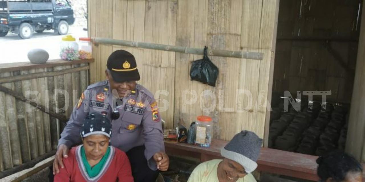 Kapolsek Nangaroro Beri Motivasi Kepada Pengrajin di Desa Bidoa