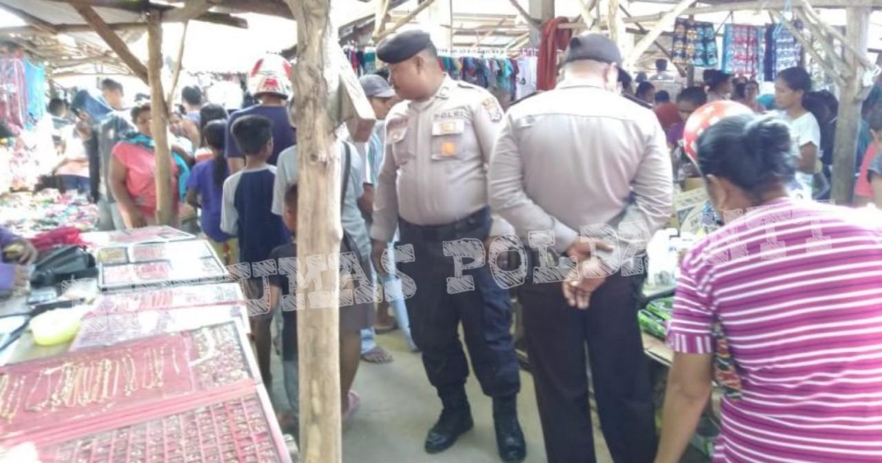 Jamin Keamanan Warga Saat Transaksi Jual Beli, Personel Polsek Pantai Baru Rutin Patroli di Kawasan Pasar