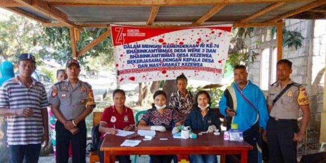 Rayakan HUT RI Ke-74, 2 Bhabinkamtibmas Fasilitasi Pemeriksaan Darah Gratis