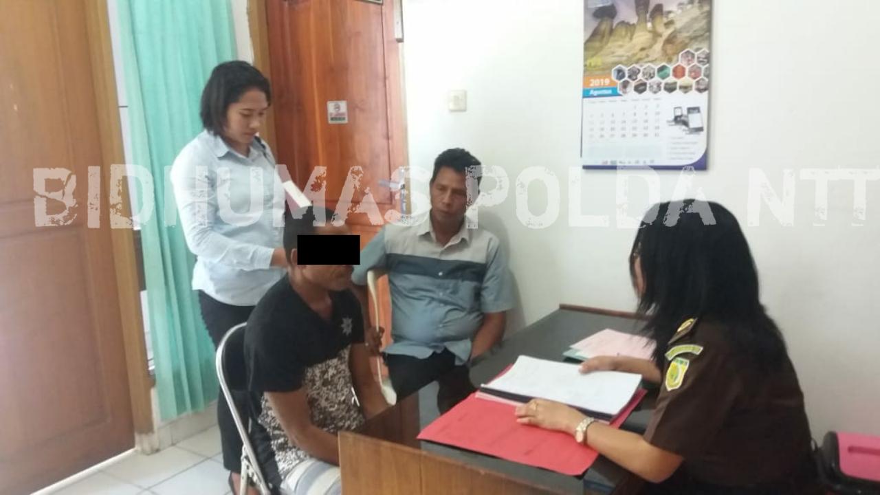 Tersangka dan BB Kasus Cabul Anak Diserahkan ke Kejari Kota Kupang