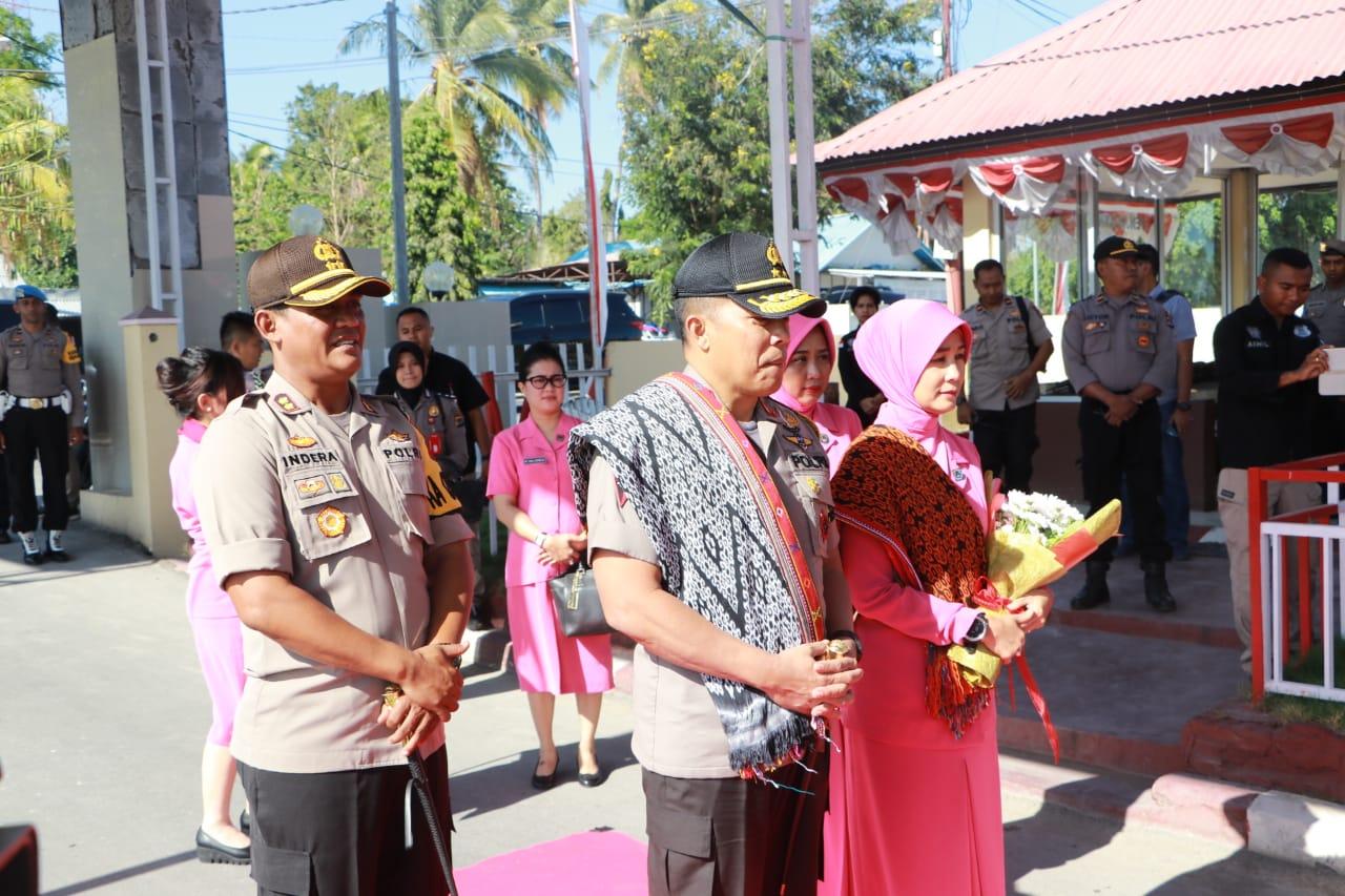 Kunjungan Kerja di Polres Kupang, Kapolda NTT Disambut Adat Natoni