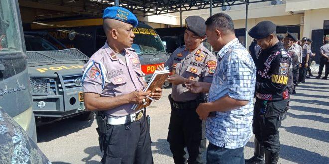 Propam Polres Kupang Kota Periksa Kerapian dan Kelengkapan Anggota
