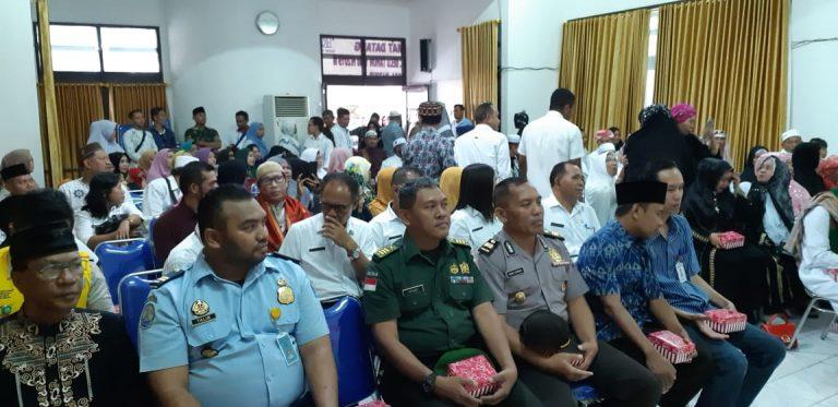 Wakili Kapolres Belu, Kabag Ren Sambut Kepulangan 39 Jamaah Haji Asal Kabupaten Belu