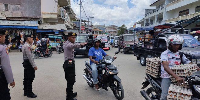 Personel Dalmas Polres Belu Turun Tangan atasi Kemacetan di Wilayah Pasar Baru