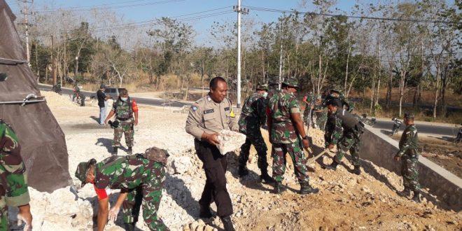Sinergitas Polri-TNI Gelar Kerja Bakti Bersama Masyarakat