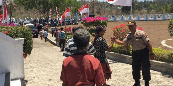 Anggota Polres TTU Lakukan Pengamanan Rapat Paripurna DPRD