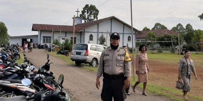 Bhabinkamtibmas Kelurahan Golodukal beri pengaman Ibadah di Gereja St. Nikolaus Golodukal