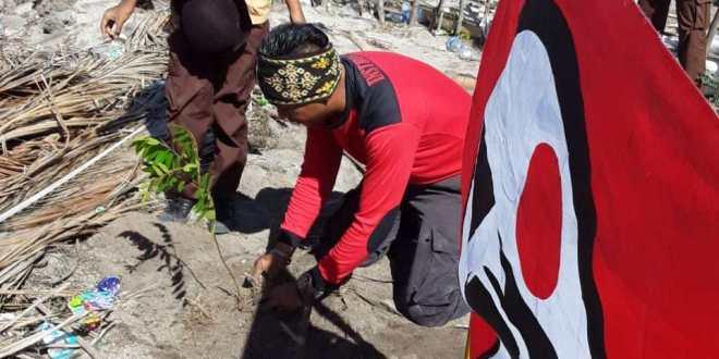 Saka Bhayangkara Polres Sumba Timur Hijaukan Pantai Walakiri