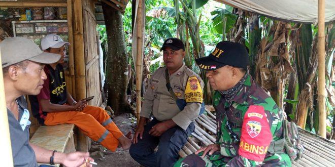 Tingkatkan Sinergitas, Bhabinkamtibmas Dan Bhabinsa Laksanakan Sambang Di Desa Binaannya