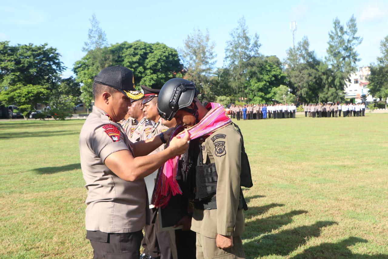 Kapolda NTT Sambut 100 Orang Personel Brimobda NTT BKO Papua