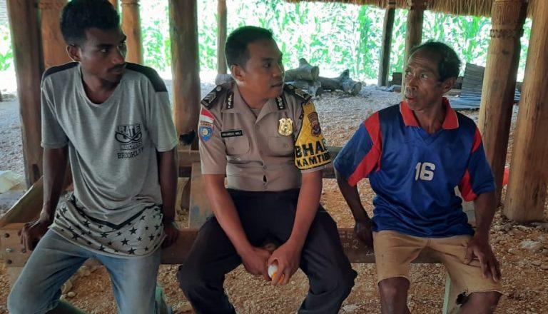 Waspada Musim Penghujan, Anggota Bhabinkamtibmas Polsek Lamaknen Imbau Warga Berhati-hati Dalam Beraktivitas di Luar Rumah