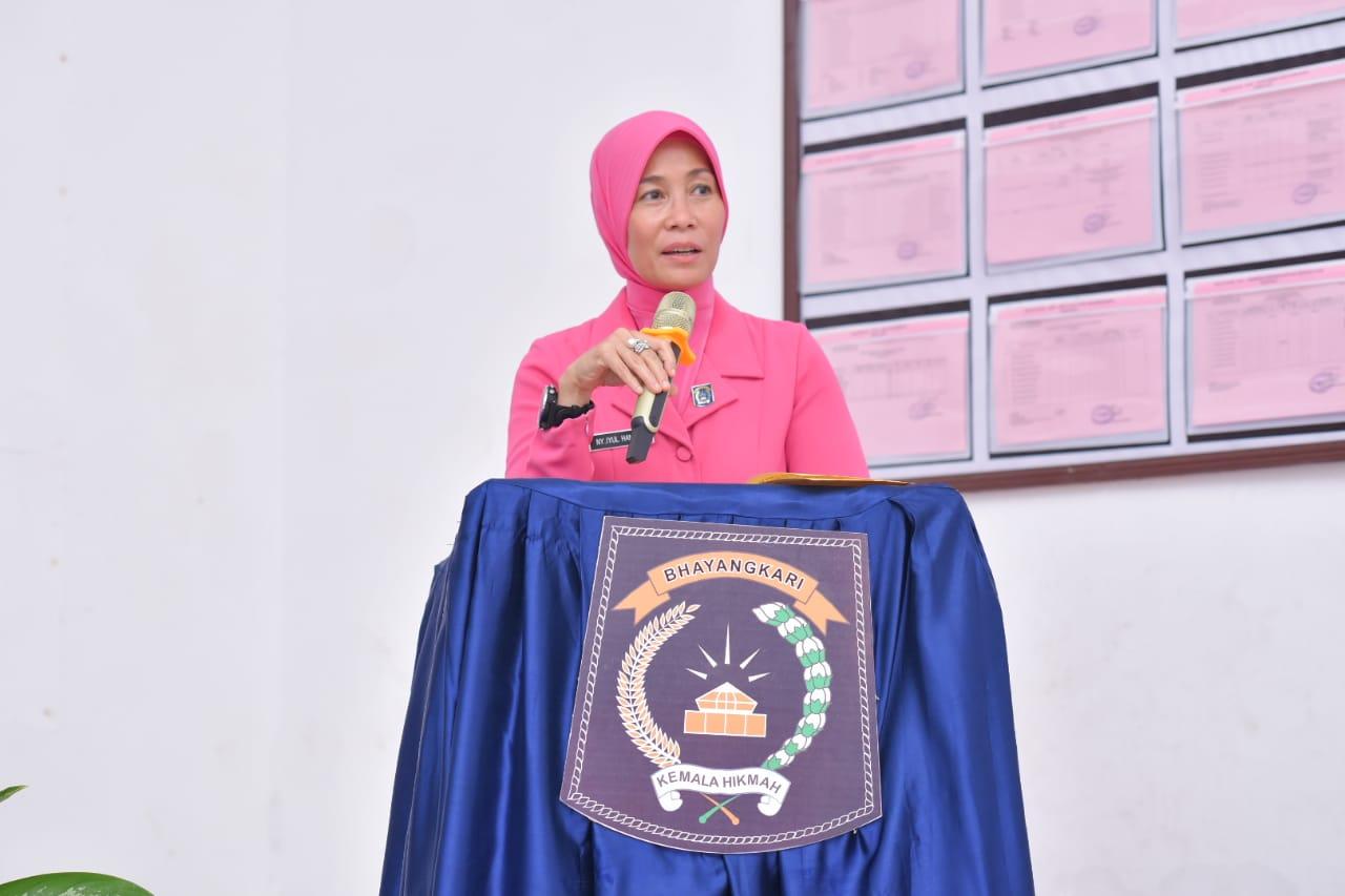 Ketua Bhayangkari Daerah NTT Beri Tali Asih Warakawuri dan Yatim Piatu