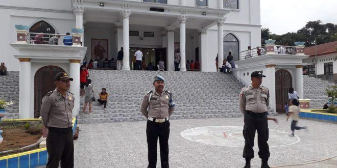 Beri Rasa Aman, Anggota Polres Ende Laksanakan PAM dan Patroli Di Gereja