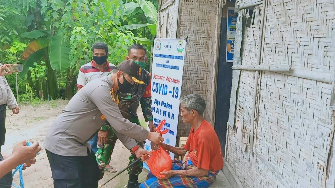 Warga Kelurahan Kambajawa Dapat Bantuan Sembako Dari Polres Sumba Timur