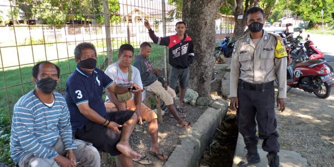 Anggota Bhabinkamtibmas Kelurahan Penfui Berikan Himbauan Kepada Warga Masyarakat Guna Pencegahan Penyebaran Virus Corona